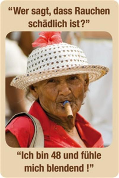 Zigarre rauchen alte Frau