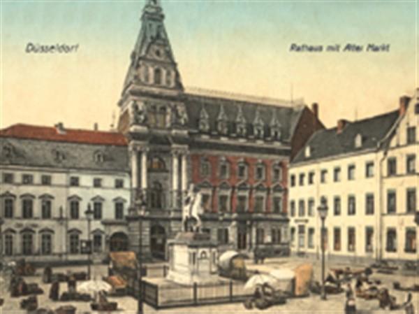 Rathaus mit altem Markt