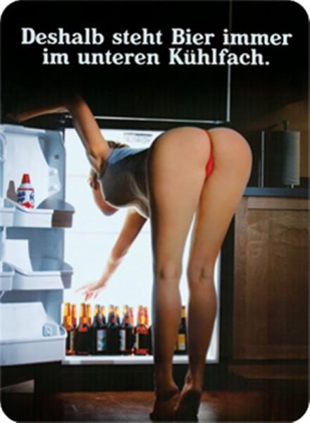 Bier steht unten im Kühlschrank